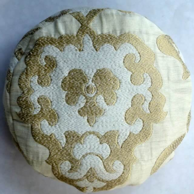 Roundish cushion